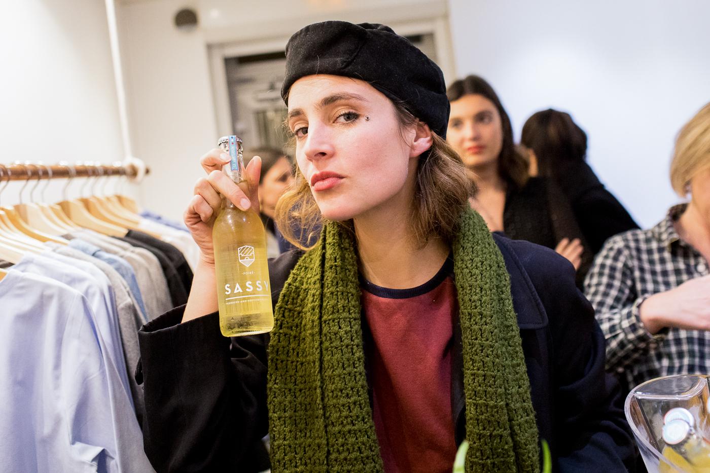 Anaïs Dautais Warmel boit un cidre Maison Sassy à une Underground Session Appear Here