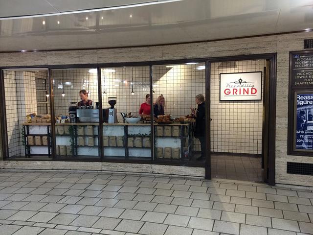 Le café dans le métro