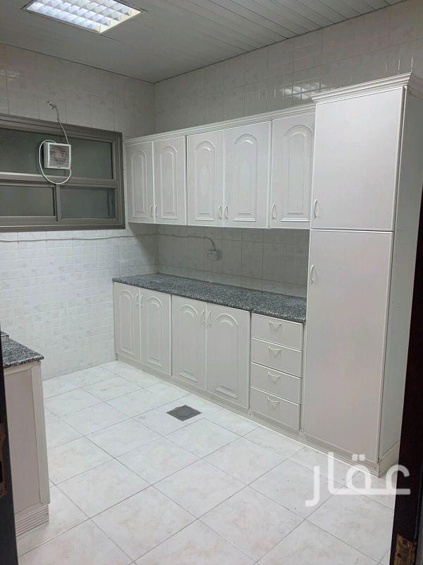 شقة للإيجار فى شارع 108 Street ، حي الشهداء 4