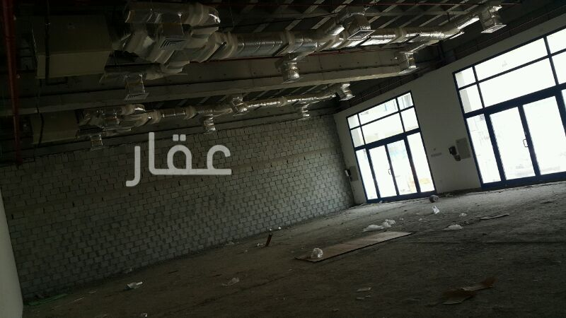 محل للإيجار فى شارع 400 ، حي شرق الأحمدي 01