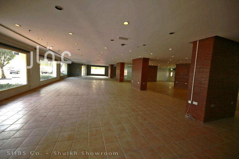محل للإيجار فى مركز وارة ، 122B ، شارع 13th Street ، حي شويخ الصناعية 1 ، الشويخ الصناعية 61