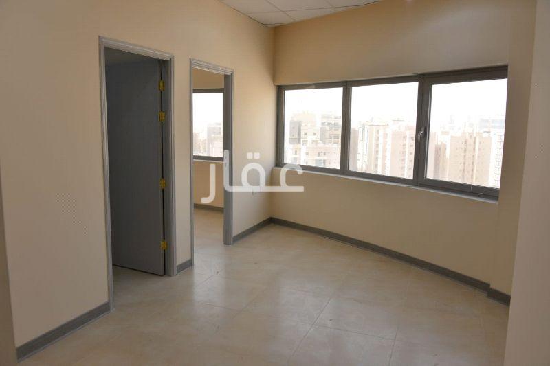 محل للإيجار فى 102 Street & Hussein Bin Ali Alroumi Road 21