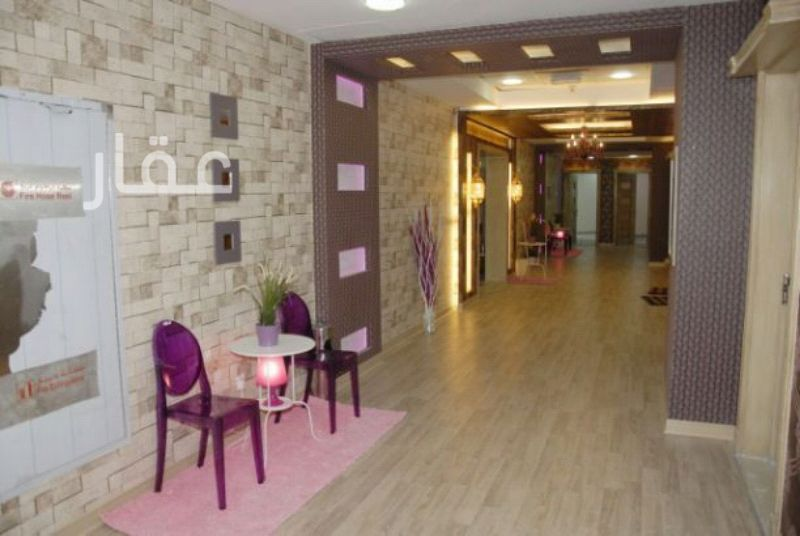 محل للإيجار فى 102 Street & Hussein Bin Ali Alroumi Road 0