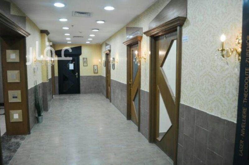 محل للإيجار فى 102 Street & Hussein Bin Ali Alroumi Road 2