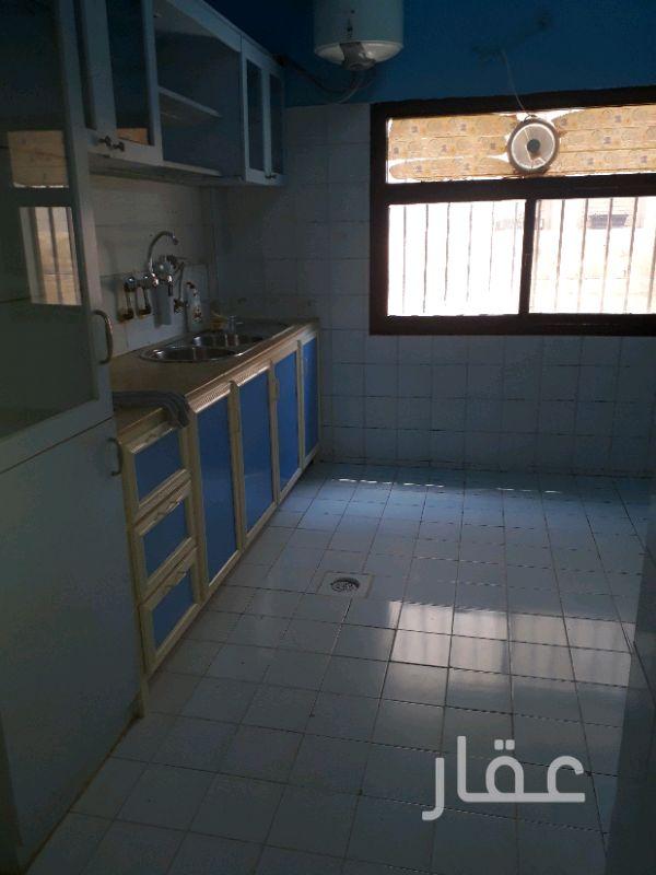 شقة للإيجار فى شارع علي ثنيان الاذينة ، حي سلوى 4