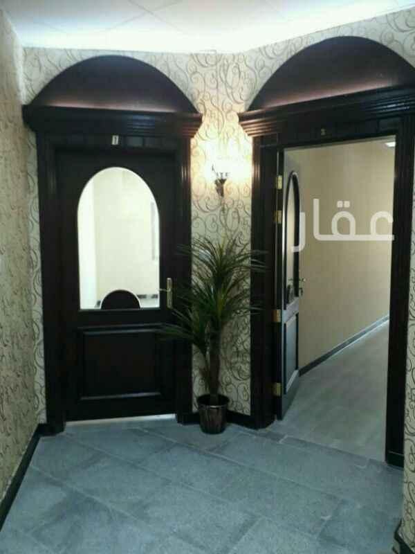 محل للإيجار فى مجمع الملا ، شارع عبدالله المبارك ، حي قبلة ، مدينة الكويت 01