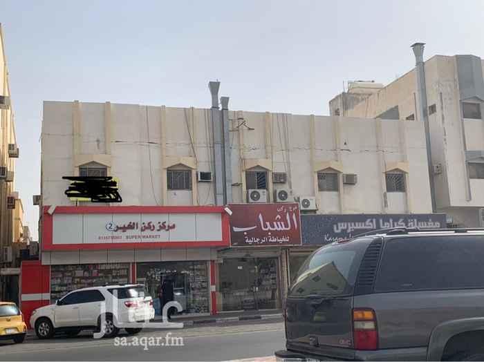 1448123 عمارة تجارية على شارع الرياض الأحساء مقابل شرطة الرقيقة يوجد 5 محلات تجارية مؤجره وثلاث شقق ودخلها تقريباً 210 الف