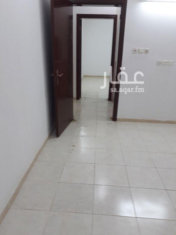 1156272 شقه في عماره في اليرموك الغربي اربع غرف وصاله ومطبخ وثلاث حمامات  مستر نوم عداد الكهرباء مستقل  يوجد مصعد