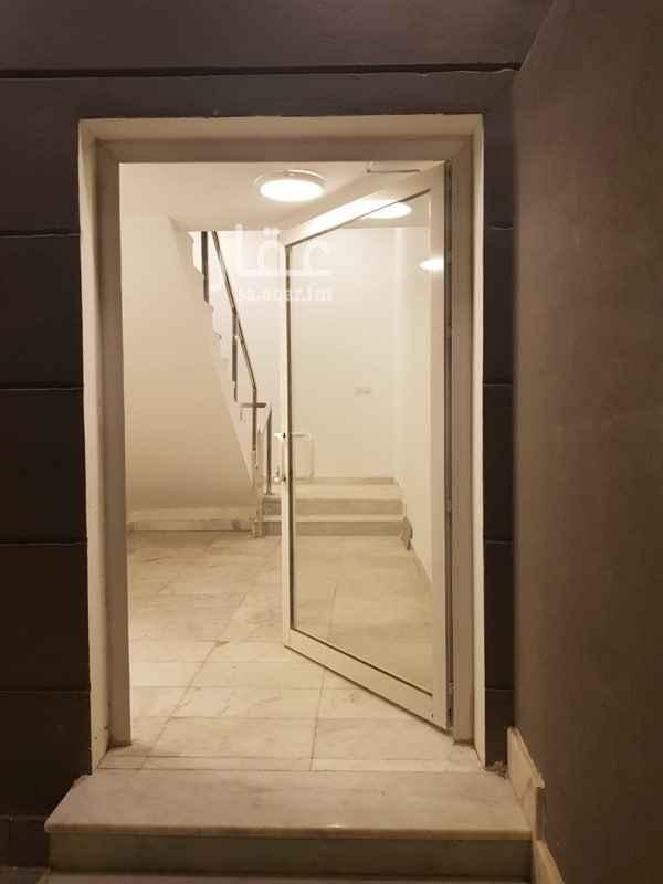 1647945 ملحق في فيلا مع مدخل مشترك تشطيب مودرن سطح خاص مدخل مشترك مع الدور الاول غرفتين نوم + مطبخ+ صالة+ حمام + سطح يرجد انتركوم شاشه