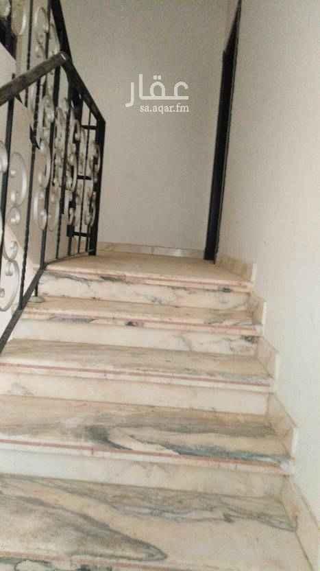 1510759 يوجد دور علوي يتكون من 4غرف وصاله ومطبخ وحمامين فيه دورين الموقع ممتاز