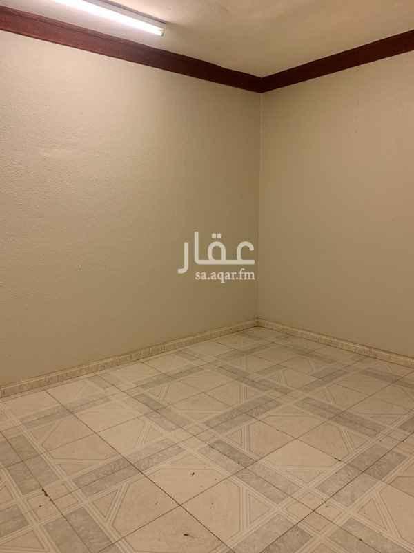 1555942 مكون من ٣ غرف بمنافعها قريبه من شارع الجامعه