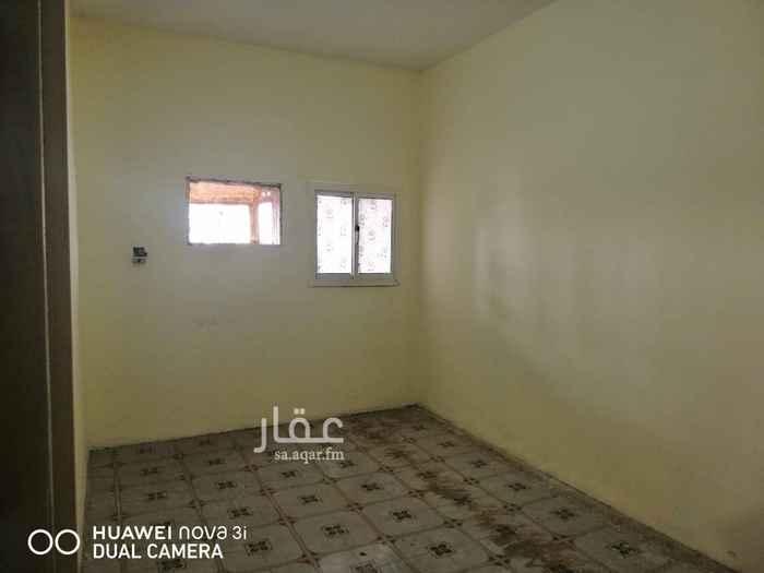 1684494 شقه مكونه من غرفتين وحمام ومطبخ مساحات كبيره بسعر ١٢ الف ريال