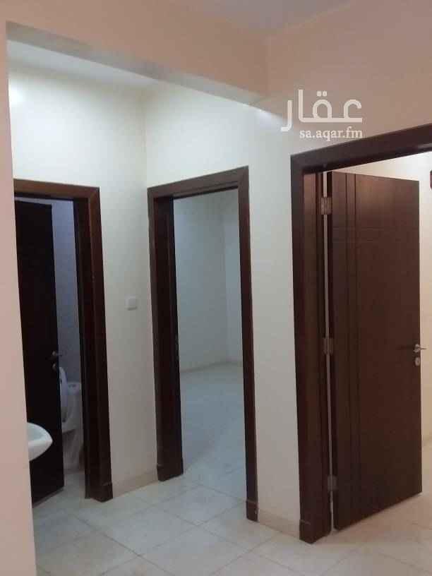 1387465 شقه للايجار حي الياسمين مربع ١٦ مدخل خاص   تتكون من  ٢ غرف نوم ومجلس وصاله  و٢ حمامات   الشقه تصلح لعريس  عدد كهرباء مستقل   0533969165