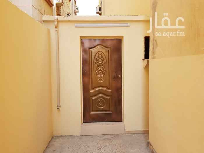 1349213 غرفة جديدة مساحة ٧ متر في ٣ مع حمام ومطبخ صغير في حوش العمارة بحي النسيم للايجار . السعر شامل الماء والكهرباء  رقم المالك:  0505613010