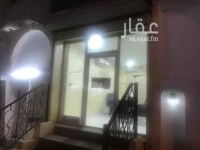 1542271 شارع تجاري بجوار مطاعم ومخابز والسعر قابل للتفاوض اي نشاط