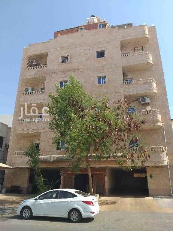 1746879 شقه للايجار في حي النعيم مكونه من 5 غرف وحمامين ومطبخ وبلكونه الدور الأول مجدده بالكامل  السعر ٢٠   ألف