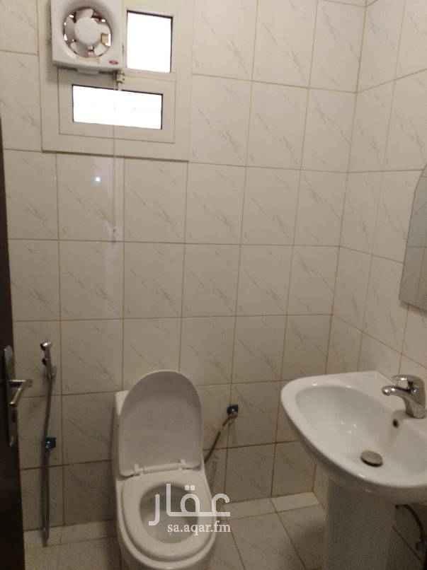 1702290 شقه 3 غرف بدون صاله مطبخ ومكيفات راكبه نظيفه
