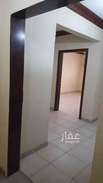 1426847 شقة دور اول ثلاث غرف وصاله ودورتين مياه ومطبخ جاهز للاستخدام .. عائلات  الايجار دفعة واحدة او دفعتين