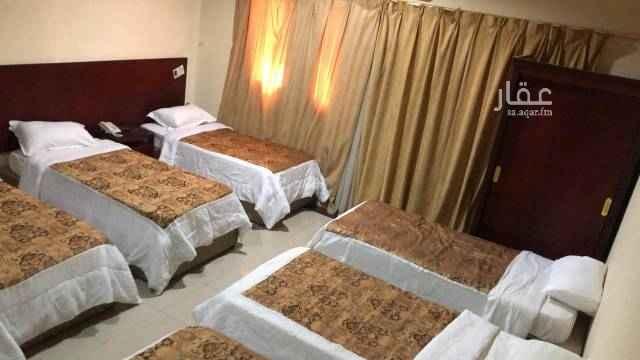 1677589 غرف للإيجار موسم الحج في العزيزية الشمالية قريب من (منى والجمرات)، على الشارع  العزيزية الرئيسي غرفة بحمام    الغرفة ٦ أسرة - ٧ أسرة   التواصل عبر الواتس اب 05050369736