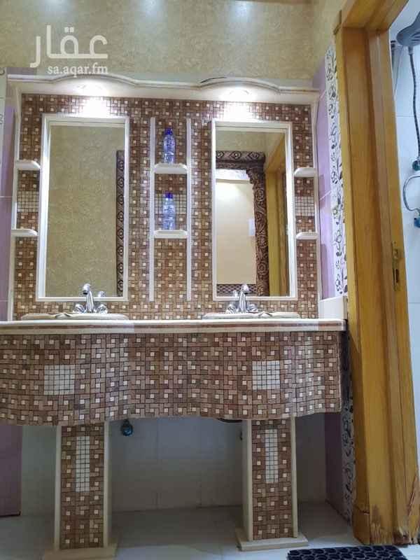 1403699 دور ارضي يتكون من 8 غرف  4 حمامات  2 صاله  مطبخ