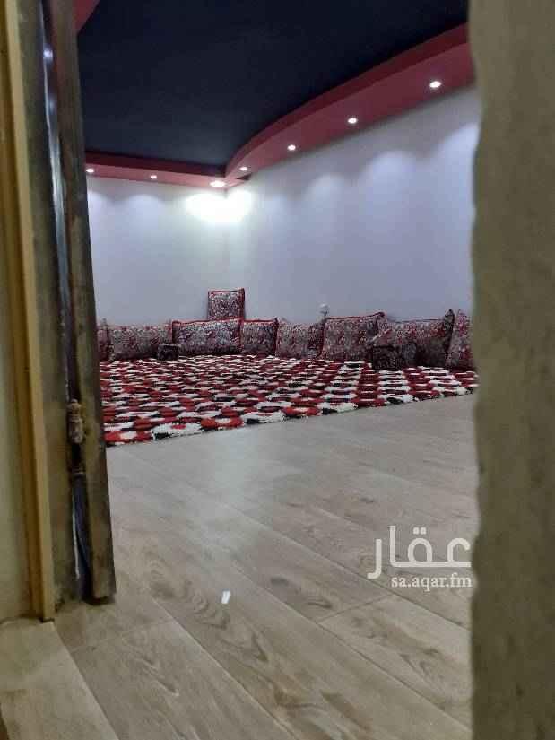 1754351 غرفه كبيره بها مجلس عربي ارضي  ومن داخلها مطبخ راكب  ومغسله ودورة مياه لتواصل على جوال رقم ٠٥٣٥٧١٧٧٥٧ سعيد