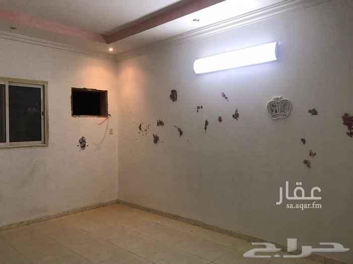 1533398 للايجار دور اول بحي الدار البيضاء شرق مسجد السبيعي..  5 غرف + صاله+ مطبخ+3 دورات مياه..  الايجار 20 الف ( دفعتين )  للاستفسار واتس فقط 0501394208