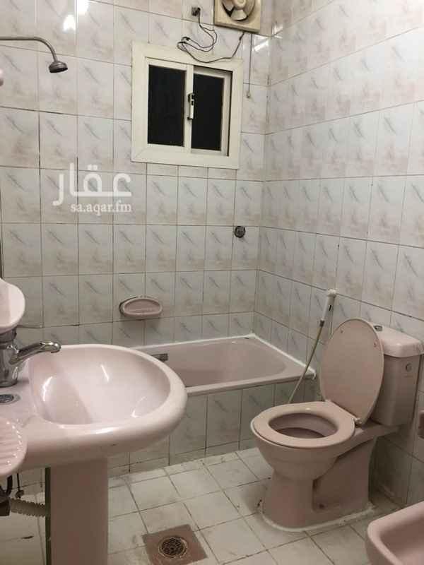 1655127 شقة للايجار حي الربوة ٣ غرف ومجلس كبير  ٢ دورات مياة  مطبخ الشقة مجددة  بجوار حديقة عامة  تبعد عن المسجد ٥٠ م