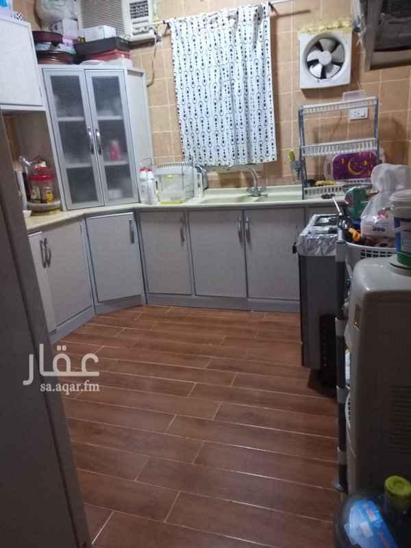 1693737 شقة للايجار بحي النهضة 2 مكونة من  4 غرف  و 2 حمام  موزع صغير  دور ارضي بدون العفش