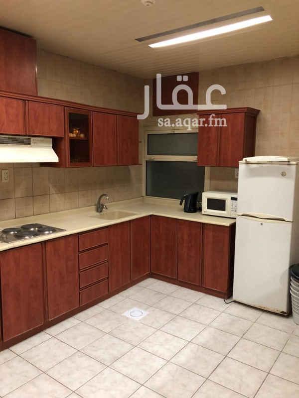 1733588 شقق مفروشة للإيجار في حي العليا في مدينة الخبر.  ** شاملة المياه والكهرباء **  الشقق مكونة من ( 3 غرف + صالة + مطبخ كبير + دورة مياه )  السعر : ( 30 الف على دفعتين )   للتواصل والإستفسار الرجاء التواصل على الرقم (0557893262) أو (0558474783)