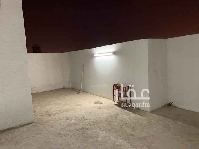 1650315 شقه معي سطح  مجلس و3 غرف نوم وصاله مطبخ و2 حمام وسطح خاص