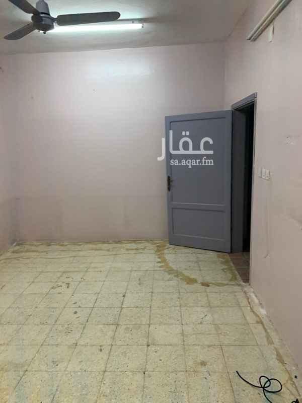 1814180 شقه غرفه وصاله مطبخ حمام  حوش ارضي وسطح علوي