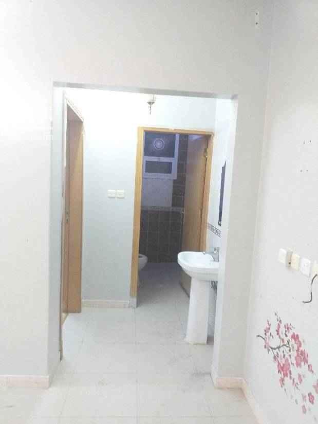 1745394 ٤ غرف وصاله دور اول ٢ حمام ومطبخ بحي اللولوه قرب الممشى