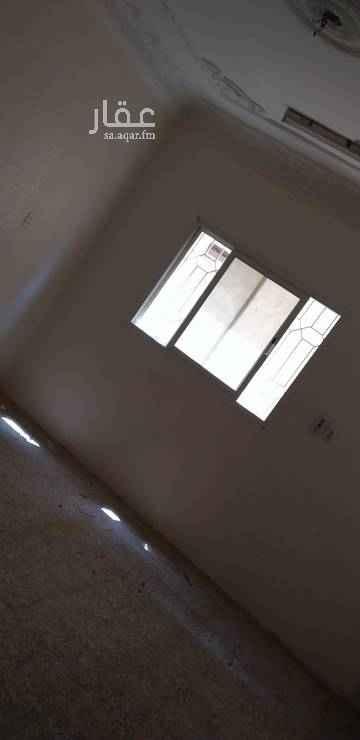 1579318 دور ارضي مكون من 6 غرف ثلاث مداخل زاويه شارع 20 سنه 15 موقع ممتاز حي بدر 91 أ مجداد بالكامل