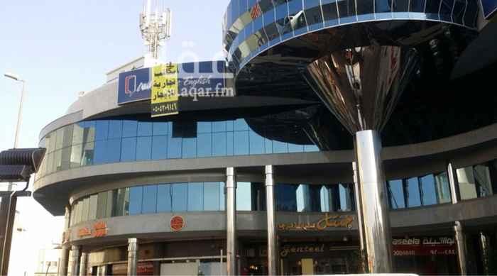 1496436 يعلن مركز ساندي سنتر عن وجود معرض تجاري على الشارع العام مباشرة للايجار بمساحة 62متر مربع  يمكن استغلال هذه المساحه لاي نشاط تجاري سعر الايجار 78الف ريال.