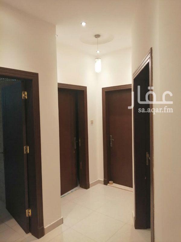 1221682 للايجار شقه عوائل في حي القيروان ٣غرف وصالة ومطبخ ٢حمام راكب مطبخ ومكيفات اسبلت