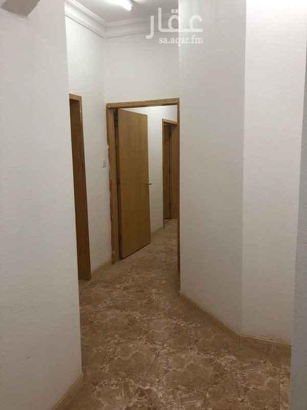 1700175 شقة للايجار بحي طويق نظيفة الدور الاول اربع غرف ودورتين مياه