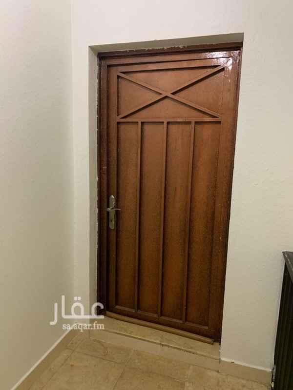 1559582 شقة دور ثاني ثلاث غرف ٤ في ٥ و مطبخ ملحق بالصالة و دورتي مياة