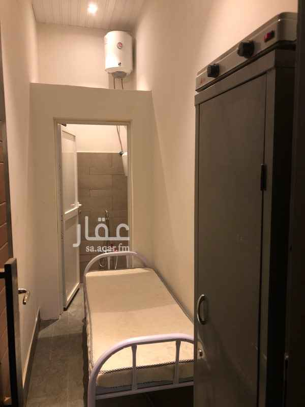 1705946 غرفة سائق داخل فيلا مع دورة مياه الغرفه مؤثثه يوجد بها مكيف وسخان ماء وسرير ودولاب ملابس