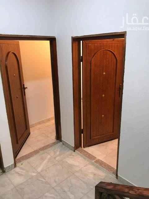 1399971 شقة عائلية شبه جديدة. عبارة عن مدخلين مستقلين نساء ورجال  ٣غرف وصالة ومطبخ ودورتين مياه.   التواصل ابو وائل  جوال  0500216047