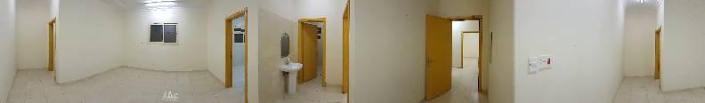 1691810 شقة شبة جديدة في الدور الرابع (السطح)  تتكون من ٣غرف وصالة ومطبخ و دورتين مياه  يوجد مصعد في العمارة شقة رقم 10 توجد مدارس ابتدائية ابناء وبنات قرية من الموقع جوال 0503400070