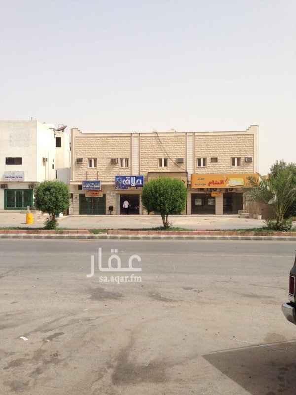 1596491 من المالك مباشرة 3 شقق +1 دور أرضي مع قبو عدد المحلات 4 الدخل السنوي 162,000 ريال واجهه من حجر الرياض،خزانين سفلي وعلوي (بناء اسمنتي)،احد المحلات مستأجر كصراف آلي للبنك السعودي للاستثمار الدور الأرضي :5 غرف، 3 دورات مياه، قبو،ملحق،2 حوش،مدخل سيارة،غرفة سائق،مطبخ خارجي،القيمة الإيجارية 50,000 شقة 1: 6غرف،  4دورات مياه،القيمة الإيجارية 24,000 شقة 2: 5غرف، 3 دورات مياه،القيمة الإيجارية 18,000 شقة 3: 3 غرف، 2 دورات مياه،القيمة الإيجارية 12,000 مطبخ راكب في كل الشقق القيمة الإيجارية للمحلات 58,000