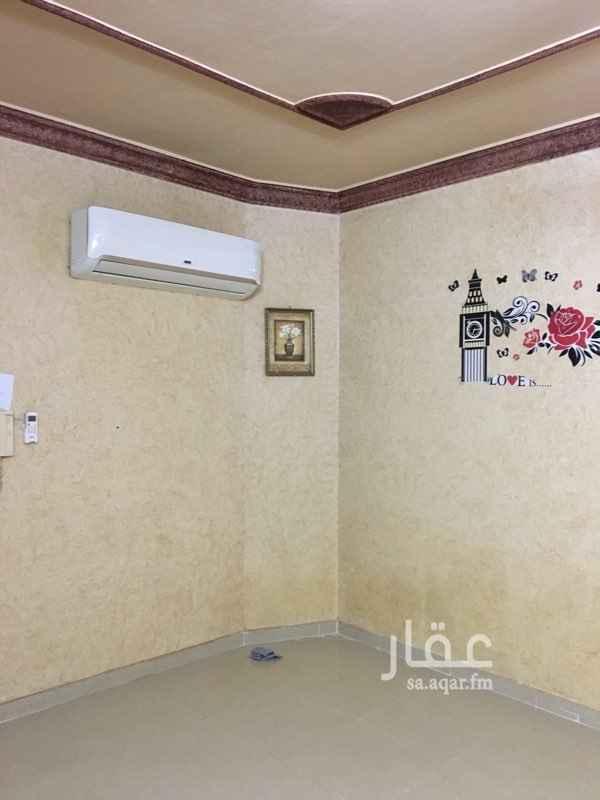 1742344 شقة غرفتين و صالة و دورتين مياه و سطح مستقل نظيفة