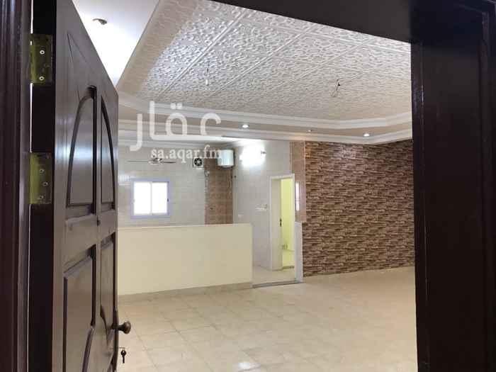 1770330 شقة ٣- غرف ١- مجلس ٥*٥ ٢- دورات مياه  صالة كبيرة المطبخ مفتوح على الصالة بالاضافة لوجود مستودع وغرفة غسيل مدخلين منفصلة يوجد باب فاصل لقسم الرجال