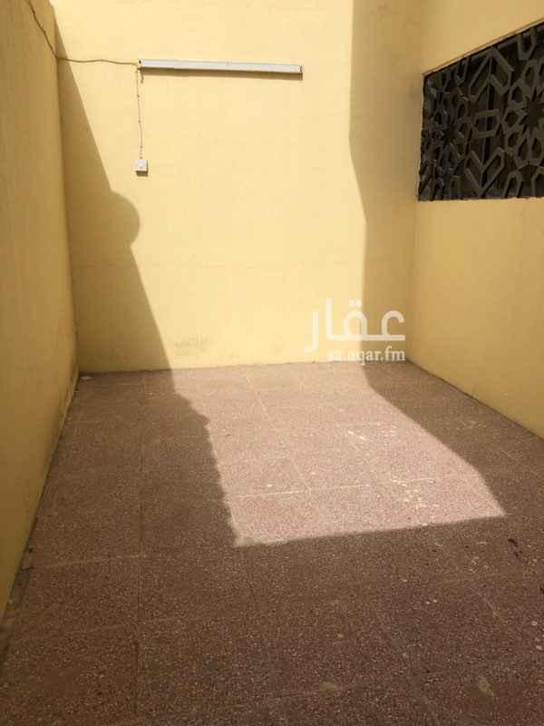 1636421 شقة اربع غرف ودورتين مياة وحوش مستقل ومدخل مستقل