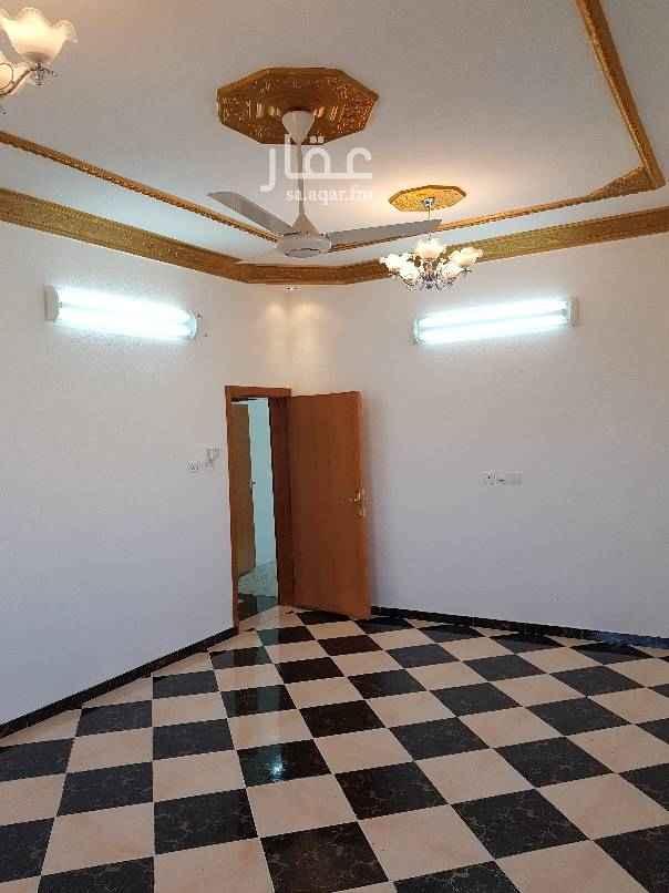 1807851 شقة قريبة من المسجد عبارة عن خمس غرف وصالة ومطبخ مركب ومستودع و٣حمامات في الدور الثالث يوجد مصعد أجارها ب١٩٠٠٠في السنة مع إمكانية الدفع الشهري .