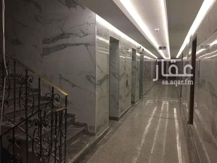 1290505 مكتب مساحته ١٠٠٠م٢ بحي المحمدية يقع على طريق الملك فهد ويتوفر بدروم مواقف ويمتاز بقرب محطات المترو وقربه من الاماكن والطرق الحيوية ( طريق الملك عبدالله وطريق الامام سعود - المركز المالي - مدينة الاتصالات وتقنية المعلومات- هيئة سوق المال-بنك الامارات الوطني) والمبنى مجدد بالكامل (ملاحظة:- السعر بالاعلان يمثل ايجار ٣شهور ) يوجد امكانية تشطيب وتأثيث وتكييف المكتب.