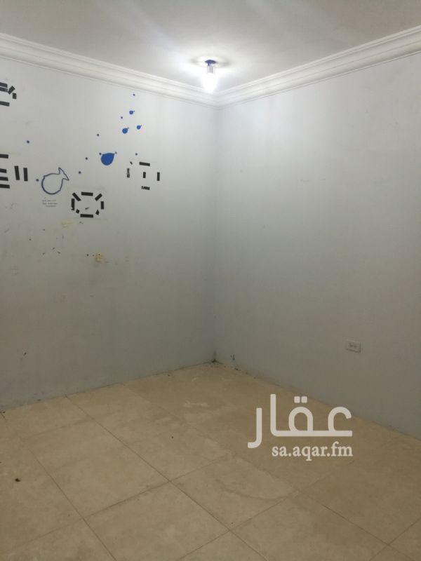 1237649 غرفه و دورة مياه تحتوي علي مكيف وسرير و دولاب و الإيجار شامل الماء والكهرباء .