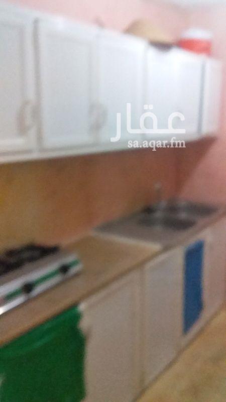 1136835 ملحق في فله مكيفات ومطبخ غرف كبيره وصاله مع سطح خاص