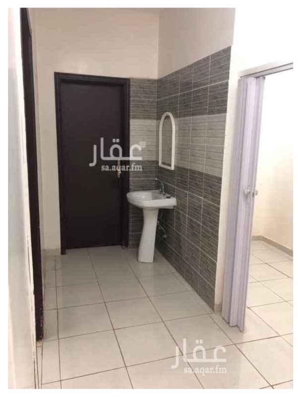 1729323 بجوار مسجد ام يوسف العطير يوجد شقه  نظيفه وتحتوي على 4 غرف وصاله ومطبخ و3 حمام الكهرباء مشتركه يفضل العرسان الجداد او عائله صغيره