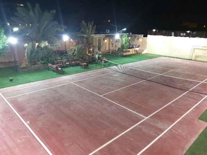 1197252 الاستراحة في حي القيروان شمال الرياض قسم واحد كبير . يحتوي على ملعب تنس ارضي قانوني وملعب طائرة  المساحة 1000م 3 مجالس  2 دورات مياه مطبخ  (فرن وغاز .ثلاجة.  غالية. ميكرويف) دكة جلوس خارجية   التواصل واتس اب فقط  ٠٥٠٤٢٥٠٠٥٦
